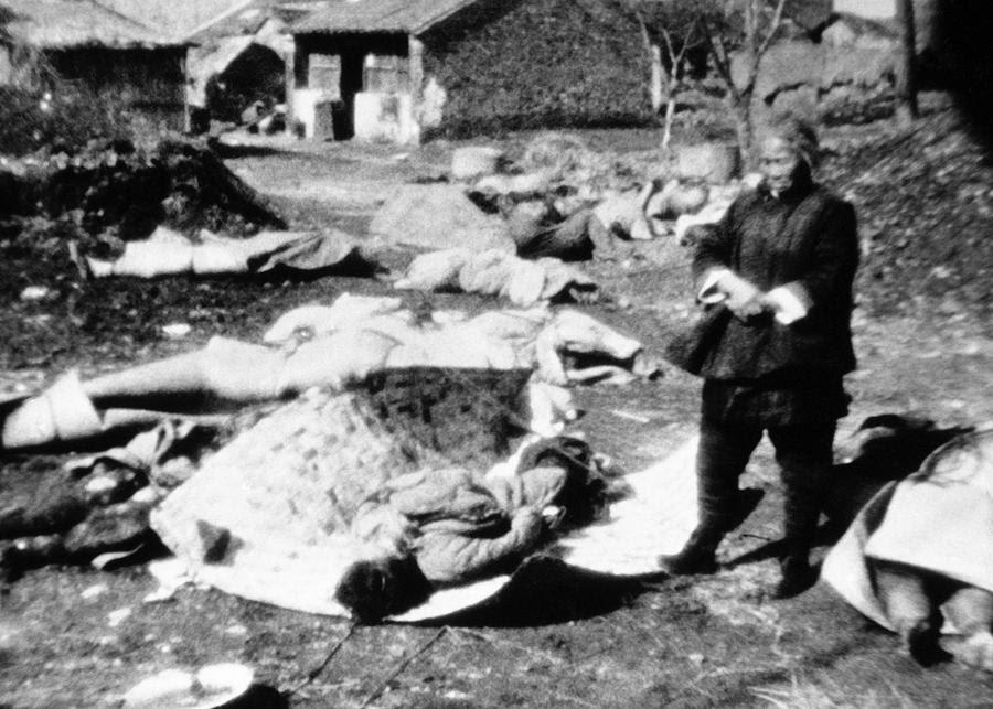 http://upload.wikimedia.org/wikipedia/commons/a/aa/Horrible_death%2C_Nanking_Massacre.jpg