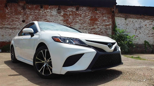 2018 Toyota Camry Hybrid Review: Huge Bang for Your Buck