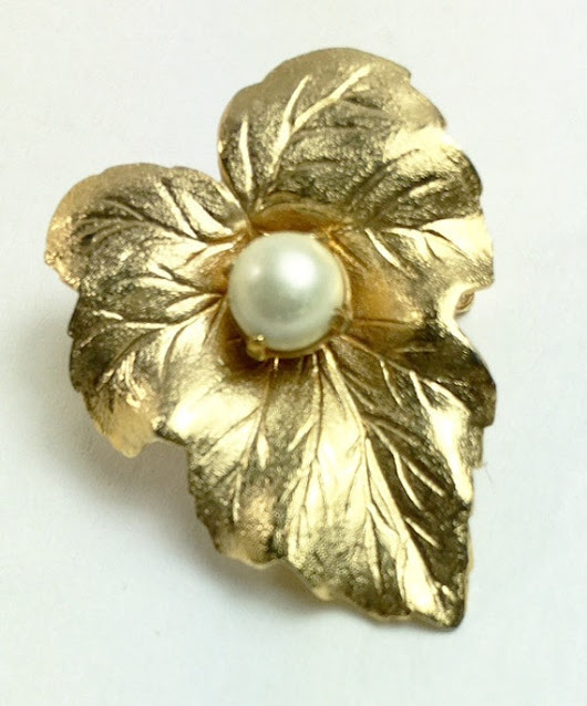 Sarah Coventry Vintage Designer Signed Leaf Brooch with Pearl