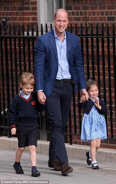 El Príncipe William sacó a George y Charlotte de su auto hoy