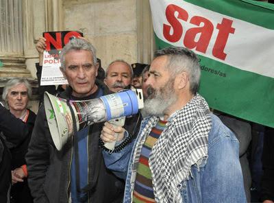 El parlamentario andaluz de IU Juan Manuel Sánchez Gordillo, junto al secretario general del Sindicato Andaluz de Trabajadores (SAT), Diego Cañamero.