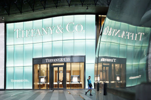 "Bloomberg on Twitter: ""True love is dead. Want a $500 Tiffany dog tag?  """