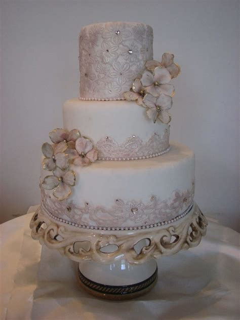 Maggiean Elegant And Tasteful Wedding Cake With Elements