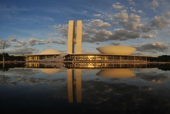 Se reajustados, os novos salários passariam a valer em janeiro / Arquivo/Agência Brasil
