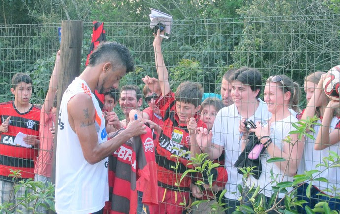 Léo Moura Treino Flamengo Criciúma (Foto: Fred Huber)
