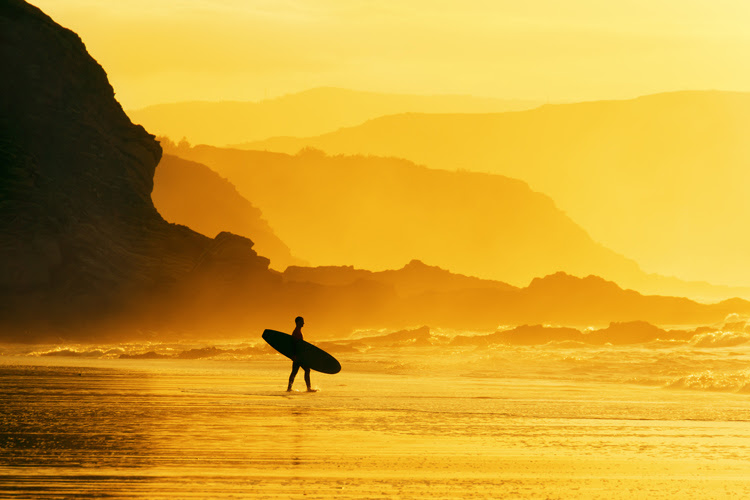 Surfing: a sport, a religion, and a road to self-discovery | Photo: Shutterstock