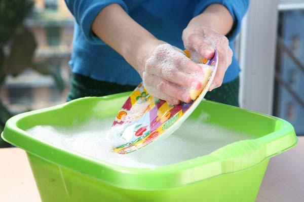perierga.gr - Το πλύσιμο των πιάτων κάνει καλό στην υγεία!