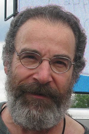 English: A cropped picture of Mandy Patinkin p...
