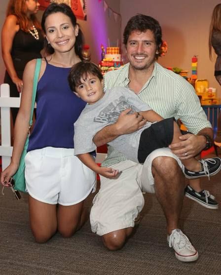Juliana com o marido, o empresário Gustavo Machado, e o filho mais velho, Mateus, de 5 anos