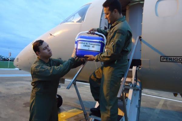 Órgãos sendo retirados da aeronave