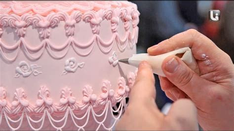 CAKE DECORATING & ROYAL ICING PIPING   David Cakes