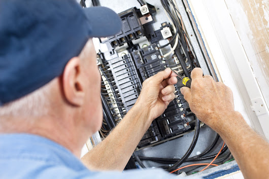 How to Find the Electrical Service Size of Your Home