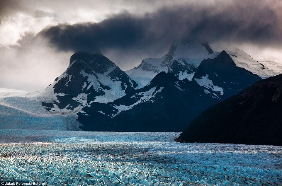 Alors que son terrain apparaît brutales, des randonnées entre une et cinq heures de temps sont disponibles sur la glace