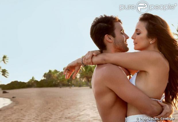 Ivete Sangalo e o marido, o nutricionista Daniel Cady, posam na praia do Forte para a revista 'Contigo!' da primeira semana de dezembro