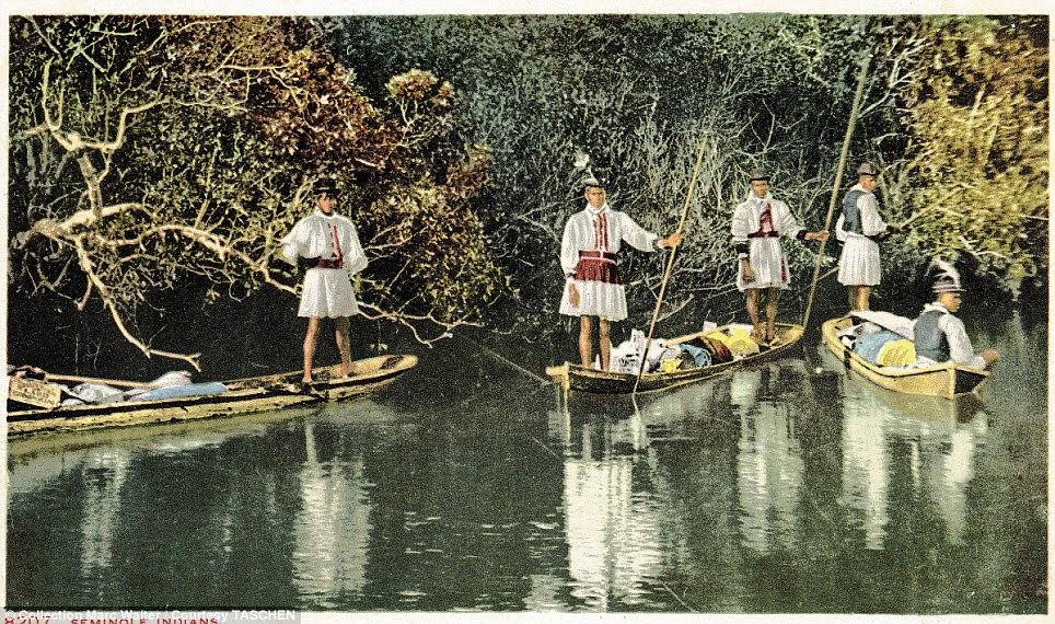 Tradições: Os membros da tribo Seminole, na Flórida - cuja história remonta ao início de 1500 - são retratados nas canoas em seu vestido elegante