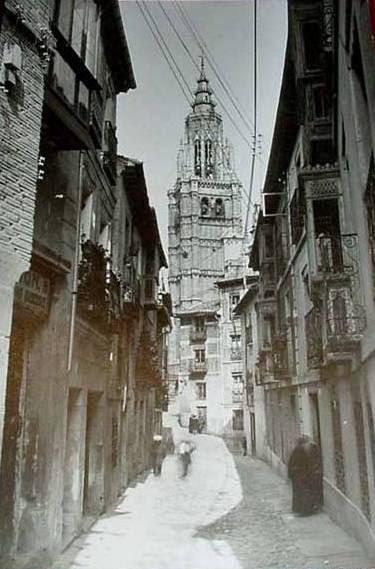 Calle de Santa Isabel a principios del siglo XX. Foto Abelardo Linares