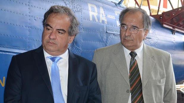 Secretario de Logística, Emergencias y Gestión Cultural, Walter Ceballos( izq.)