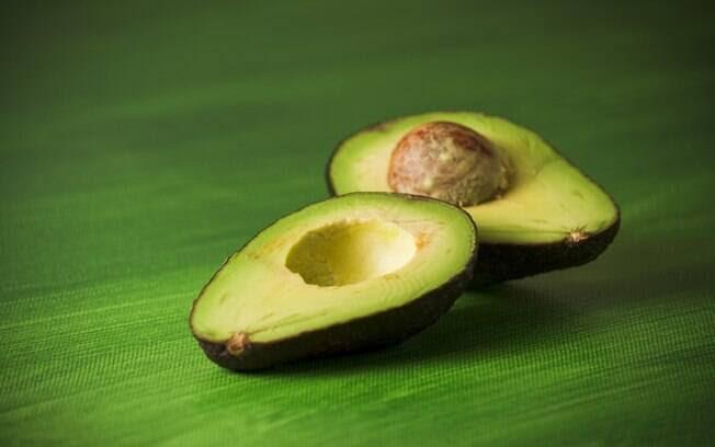 Abacate: rico em ácido oleico, substância que protege contra o acúmulo de LDL (o colesterol ruim) e ajuda a manter as taxas de HDL no sangue. Foto: Getty Images