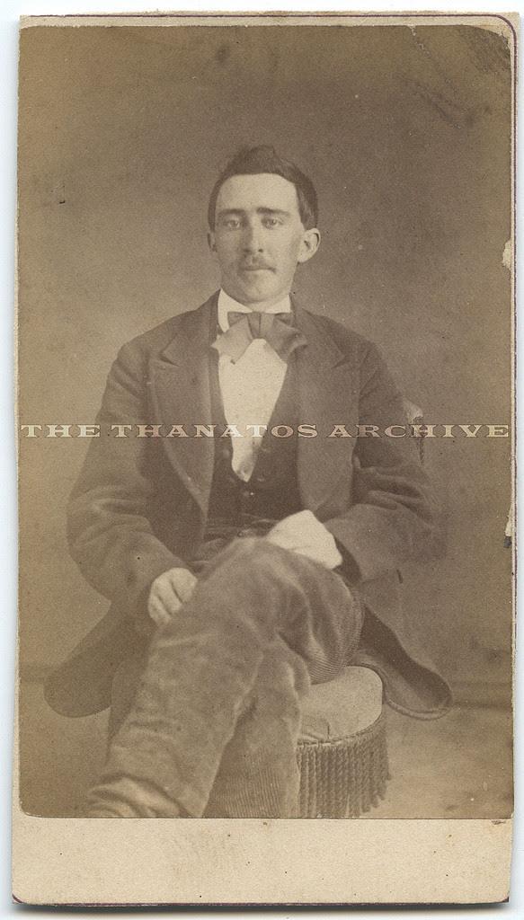 actor nicolas cage vampiro en foto antigua de 1870