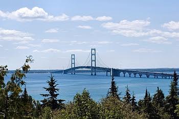 Die Mackinac Bridge verbindet die beiden Halbinseln von Michigan © Cornelia Schaible