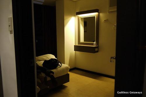 isuites-sake-room-bed.jpg