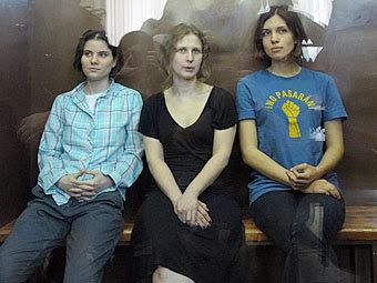 Екатерина Самуцевич, Мария Алехина и Надежда Толоконникова. Фото Коммерсантъ, Геннадий Гуляев