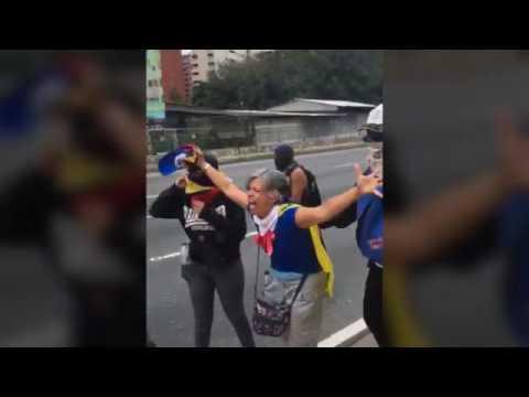 Señora Se Desahoga A Gritos En Protesta