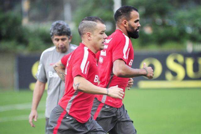 Ao lado de Sandro, D'Alessandro começa trabalho de recuperação Caco Konzen/Agencia RBS