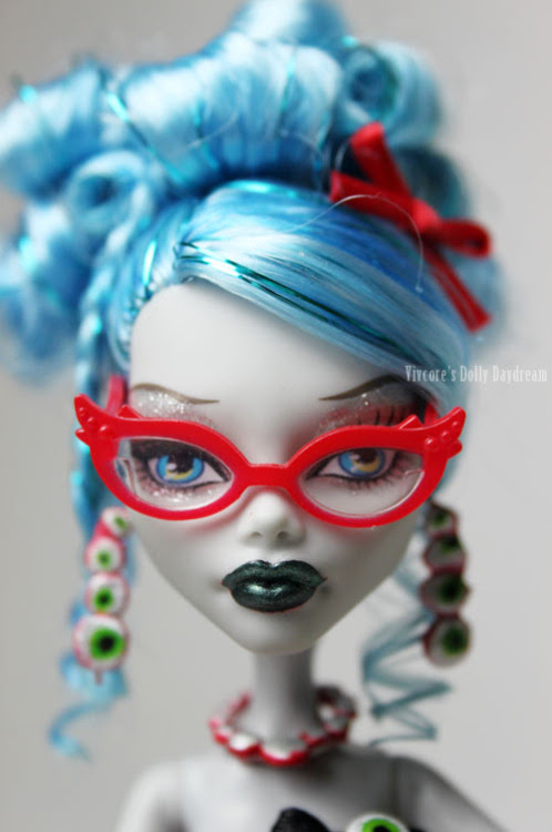 My custom Ghoulia ready for her close up!