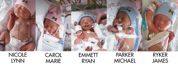 Os quíntuplos nascidos nesta quinta-feira em Ann Harbor, Michigan (Foto: AP)