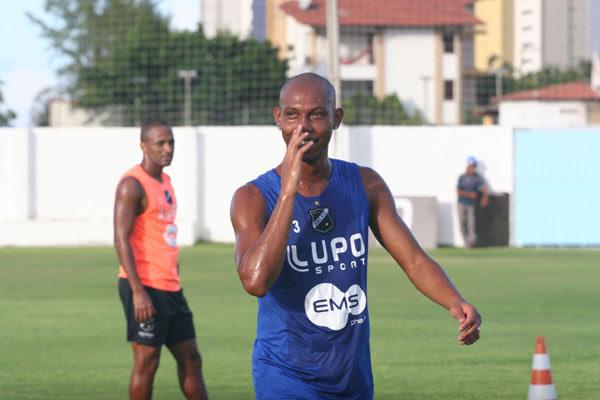 Só com redução de salário, Flávio Boaventura pode ficar no clube
