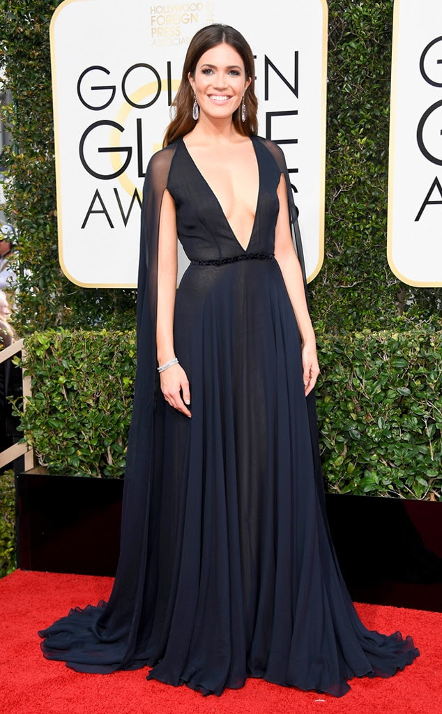 2017 Golden Globes Red Carpet Arrivals Mandy Moore, 2017 Golden Globes, Arrivals