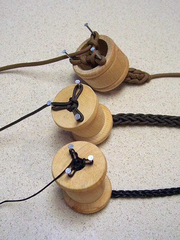 Knitting spools, with 3 nails