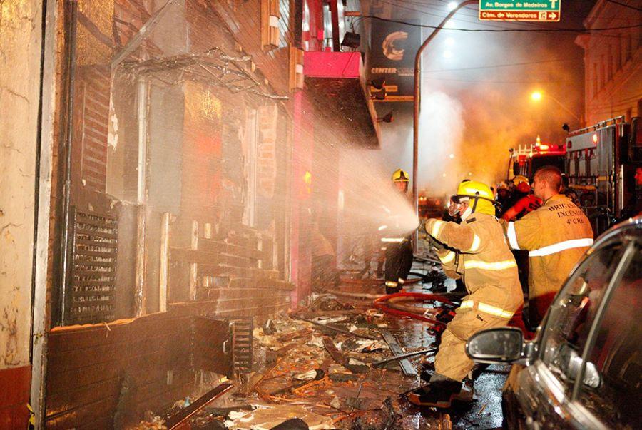Incêndio matou 242 pessoas em Santa Maria / Germano Roratto/Ag. RBS/Folhapress/Arquivo