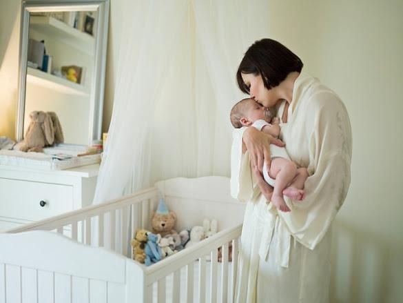 Chơi với bé để tạo nên sự thân thiện của người mẹ