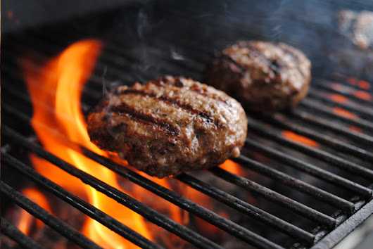 How To Barbecue Hamburgers - Natural Gas Grills Hub