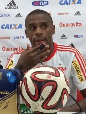Marcelo, em coletiva do Flamengo (Foto: Ivan Raupp)