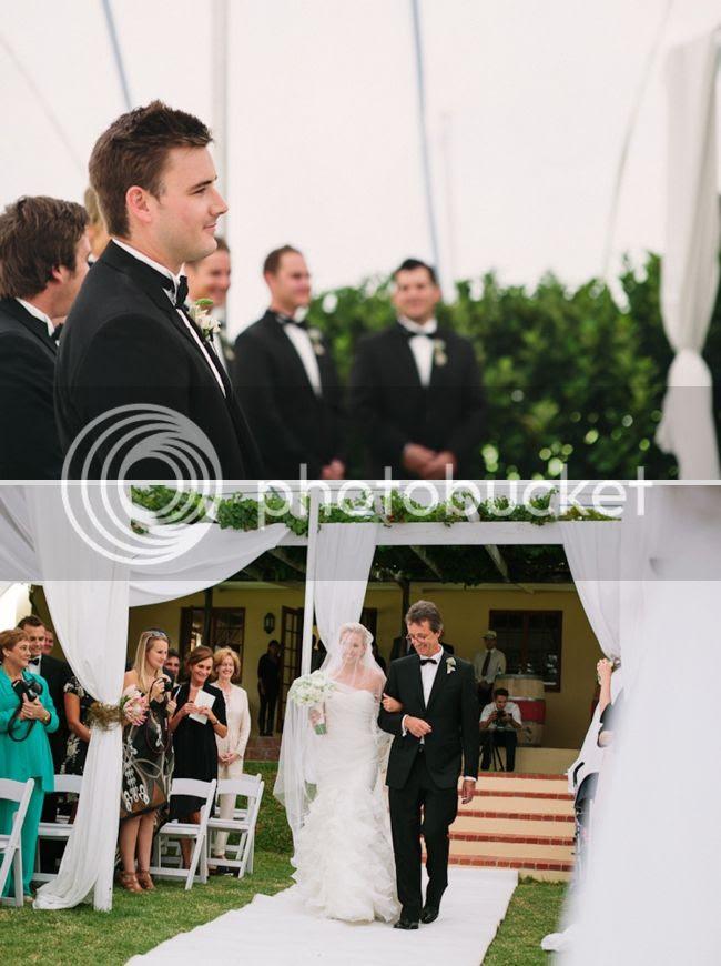 http://i892.photobucket.com/albums/ac125/lovemademedoit/welovepictures/ValDeVie_Wedding_014.jpg?t=1338384200