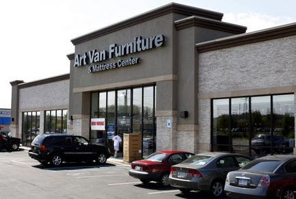 Grand Rapids couple honored for charity work by Art Van Furniture