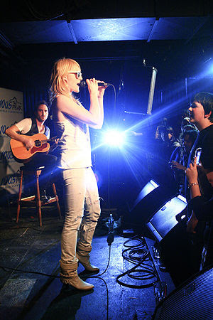Emily Haines and Jimmy Shaw of Metric play an ...