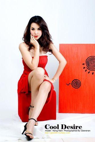 Thai showgirl Nisarat (Num) modelling