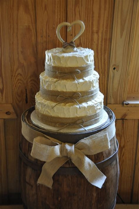 Country Wedding Cakes   Photo Gallery of the Touches of