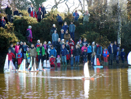 The Boxing Day Setley Pond Boat Race - New Forest Blog