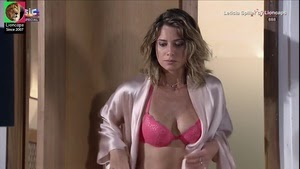 Leticia Spiller super sensual em lingerie na novela Viver a vida