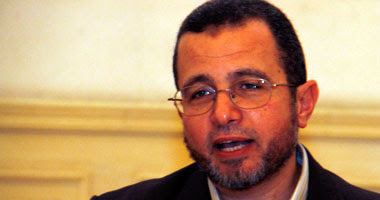 هشام قنديل وزير الموارد المائية والرى