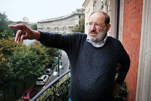 Rodeado de historia. En el balcón de su casa, que mira hacia el Castello Sforzesco; detrás, Milán en todo su esplendor