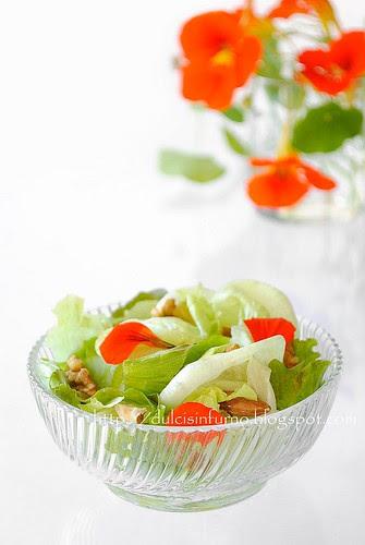 Insala di Nasturzi e Frutta Secca-Dried Fruit and Nasturtium Flower Salad
