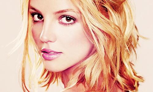 """""""São nossos segredos que nos definem."""" Britney Spears"""