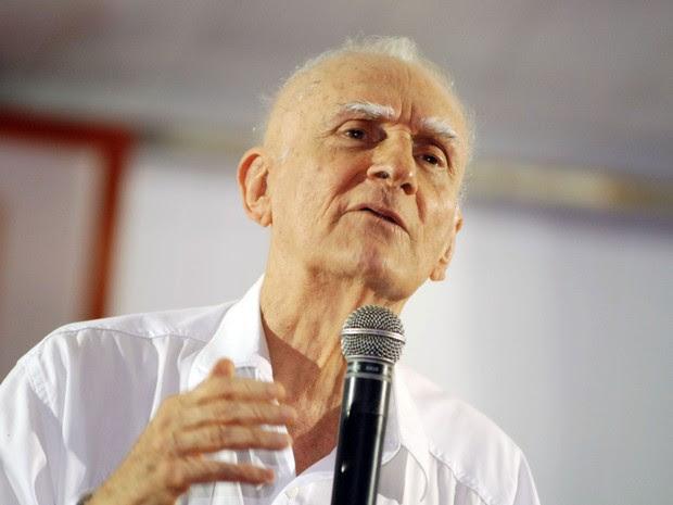 O escritor Ariano Suassuna em imagem de 16 de junho de 2006  (Foto: Alexandre Belém/Estadão Conteúdo)