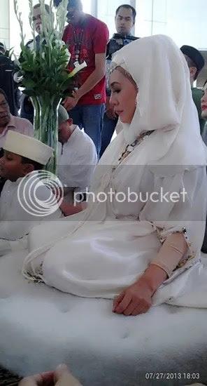 gambar kahwin ras adiba radzi